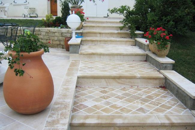 escalier exterieur en pierre naturelle escaliers avec ses. Black Bedroom Furniture Sets. Home Design Ideas